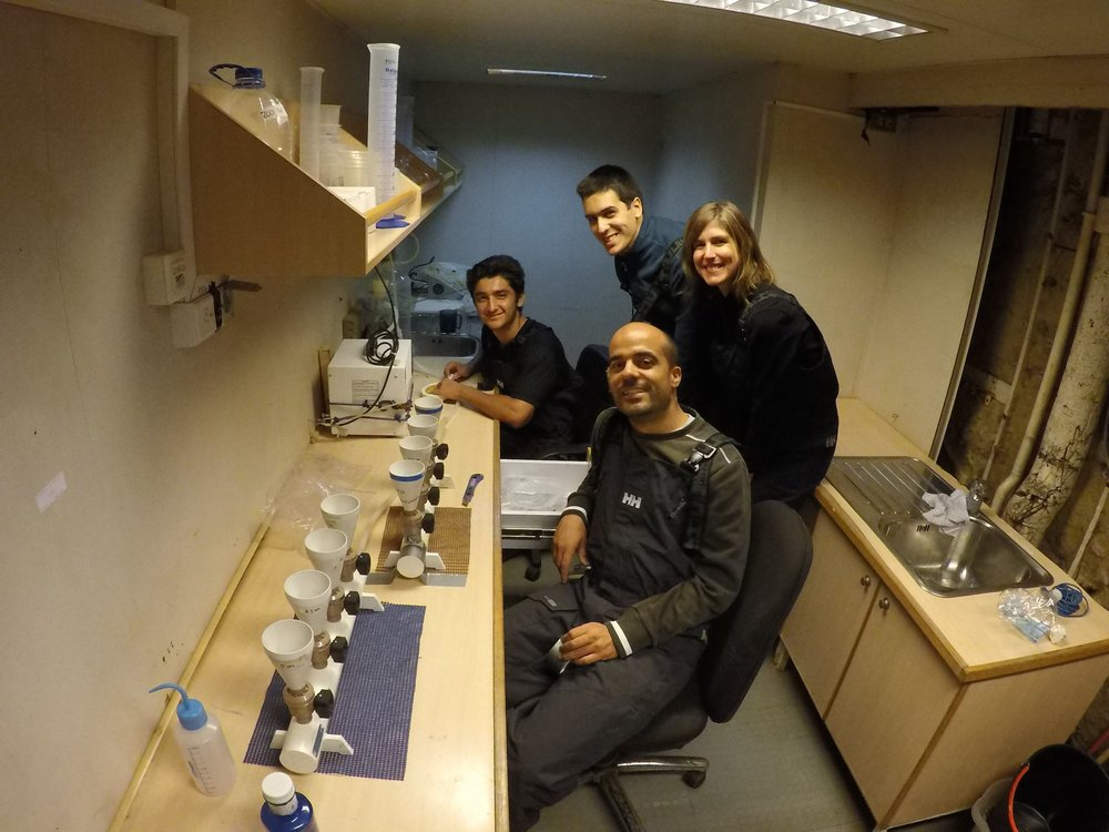 The phytoplankton dream team! On the back (from left to right) is Raúl (Bachelor student from FURG), Afonso and Catarina (researchers from MARE-UL and FCiências. ID), and on the front is Rafael (researcher at FURG and chief scientist of the expedition). Picture taken by Manuela Bassoi.