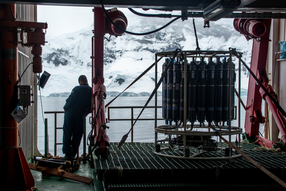 The view of the deck from our phytoplankton laboratory, where the CTD-Rosette system is operated, with the Antarctic landscape in the background.