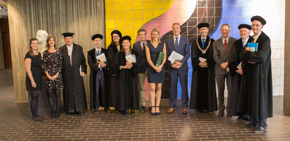Here you can the newly fresh Dr. Laura Korte surrounded by her thesis-committee members as well as the (co)promotors and the paranymphs.