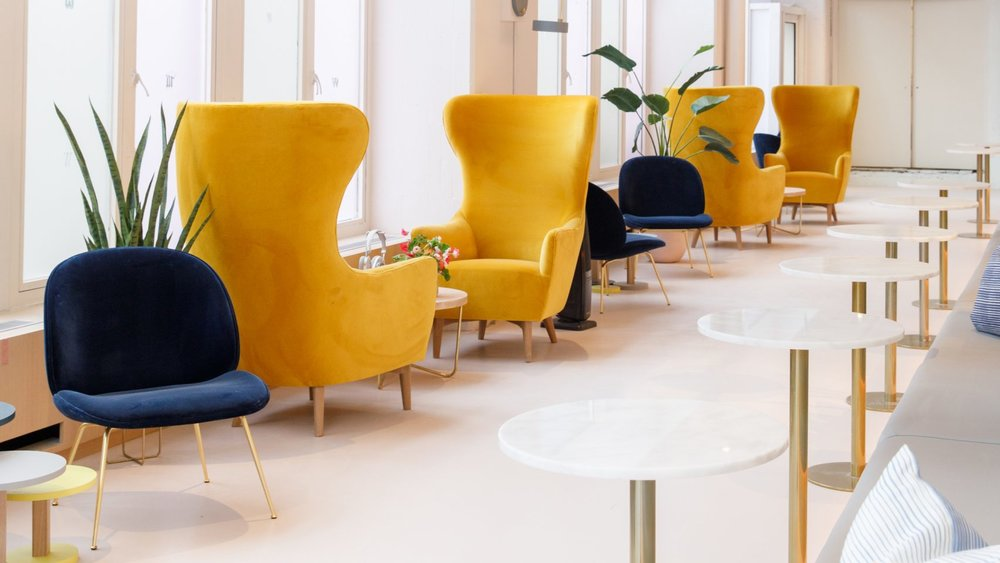 Yellow and blue chairs for private working and social collaboration in The Wing Dumbo, Brooklyn. MEP Engineering designed by 2LS Consulting Engineering.