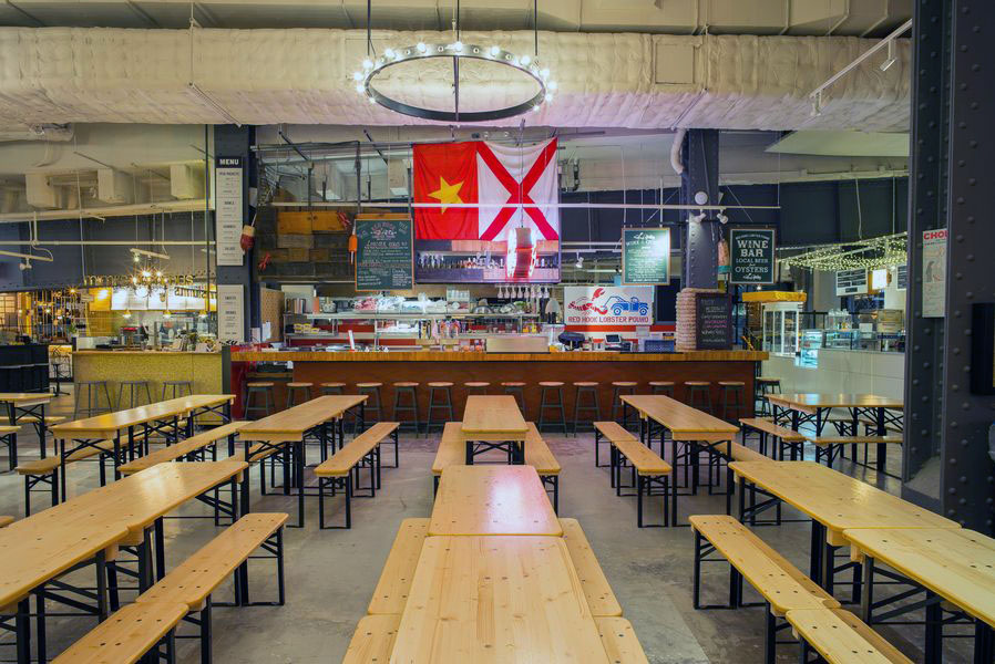 Red Hook Lobster Pound's eatery in Urbanspace Vanderbilt, a food hall near Grand Central Terminal. MEP provided by 2L Engineering.