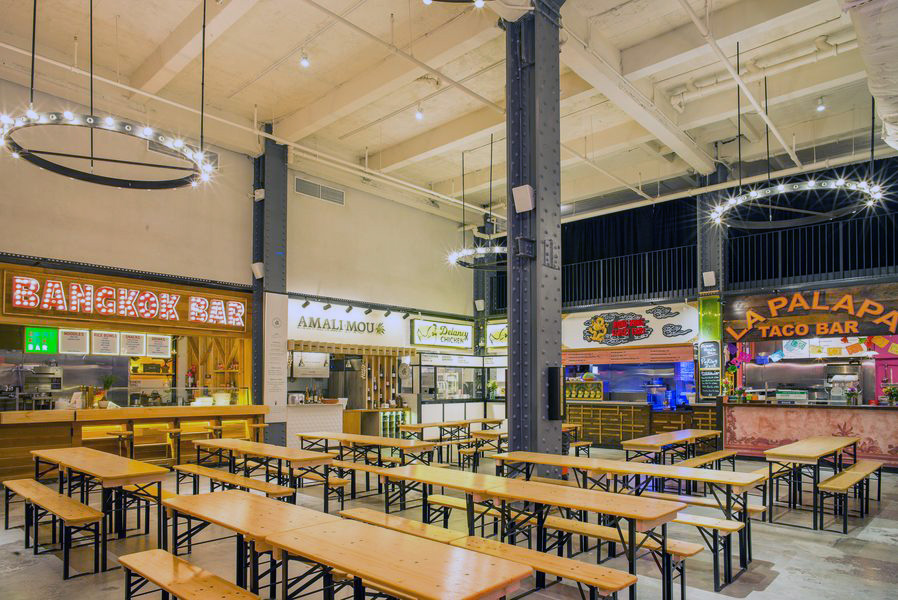 View of multiple food vendors and benches at Urbanspace Vanderbilt, located near Grand Central Terminal. MEP provided by 2L Engineering.