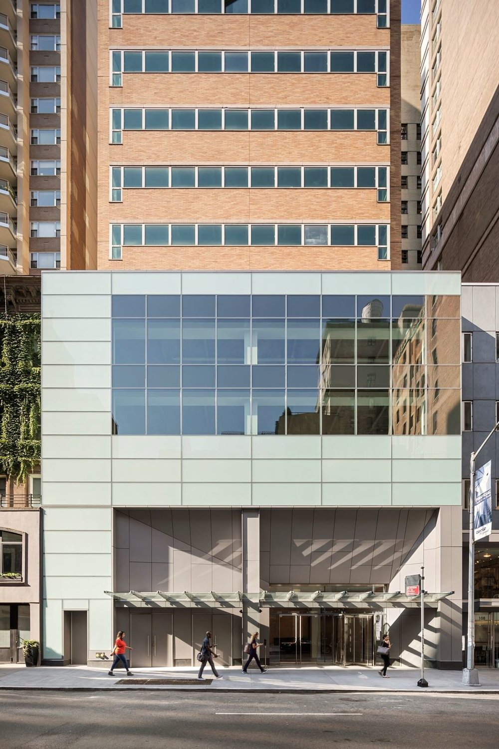 Exterior entrance of Park Sixty Medical, located at 110 East 60th Street with MEP engineering provided by 2LS