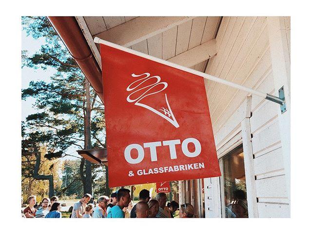 👆🏽 originalet! Vi är grymt stolta över vår glass som går 3 generationer tillbaka 👴🏼🧔🏼👦🏼 Tack till alla glada och underbara kunder som gör att vi kan fortsätta år efter år efter år! Vi ♥️ ER! || #ottoglass #somenglassbordesmaka #ottoochglassfabriken #sverigesgodasteglass #åhus #glassväder #handbakadvåffla #ottoglasskiosken #ottostrut #täppet #ahusforever #allaälskarglass #sommar #ottoglassfabriken