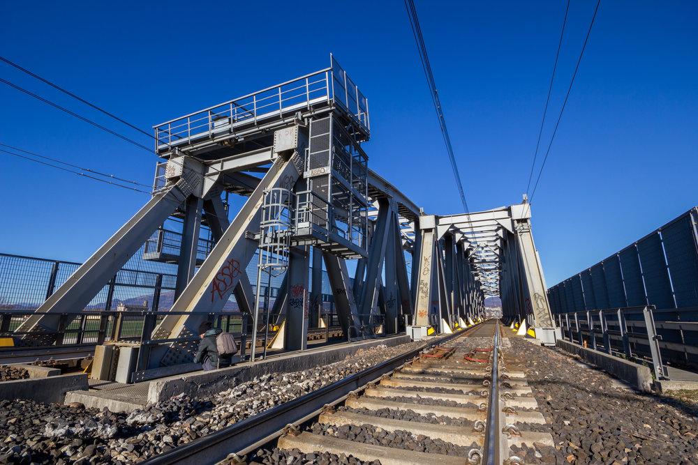 railroad-with-bridge-PTWYEUF.jpg