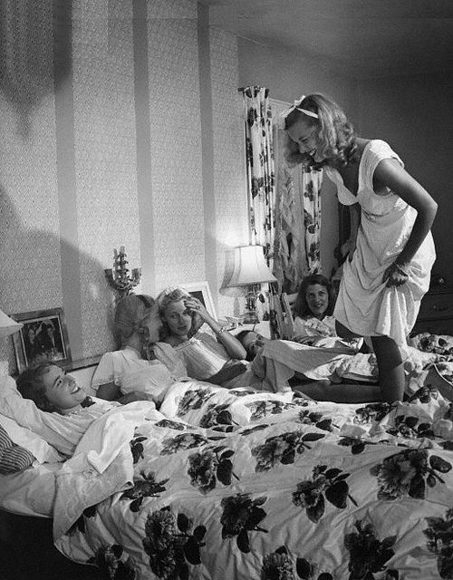 Matching drapery and bedding, makes the most of fabric on-hand and results in a perfectly coordinated room. Photo by Nina Leen, 1945.