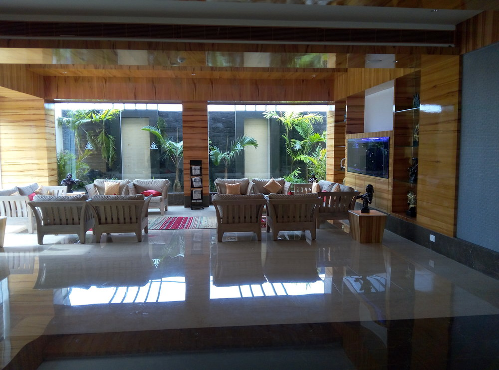 The lounge at the entrance of the hotel