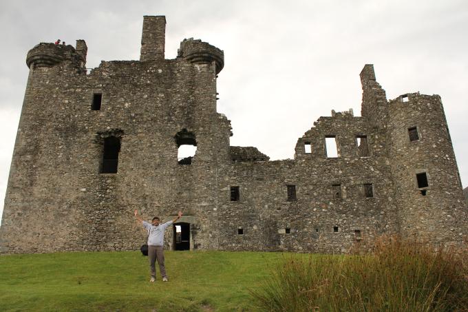 kilchurn castle Scottish Travel photo PritishSocial.jpg