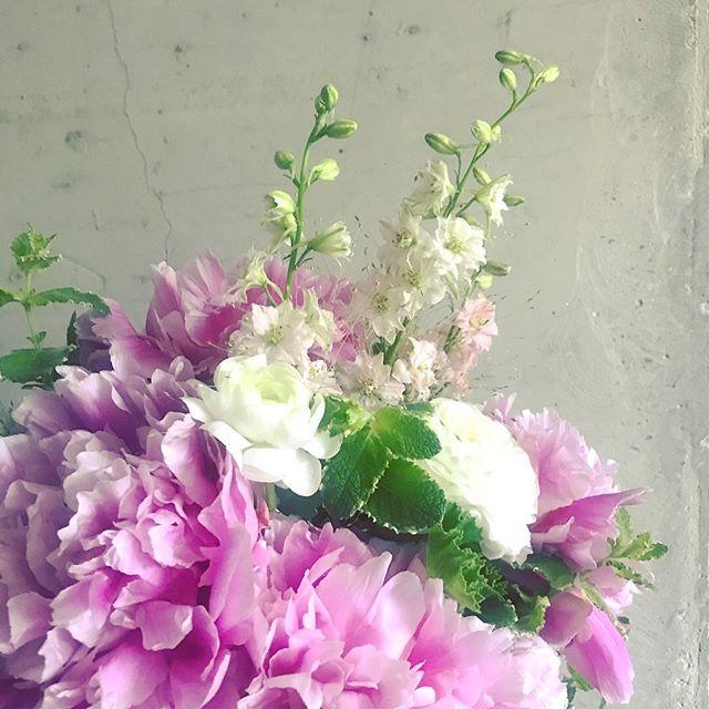 Thinking of Spring on this rainy Sunday morning. ⠀⠀⠀⠀⠀⠀⠀⠀⠀ .⠀⠀⠀⠀⠀⠀⠀⠀⠀ .⠀⠀⠀⠀⠀⠀⠀⠀⠀ .⠀⠀⠀⠀⠀⠀⠀⠀⠀ .⠀⠀⠀⠀⠀⠀⠀⠀⠀ #peonies #spring #nycflorist #floraldesign #instaflorist #flowersofinstagram #weddingbouquets #anniversary