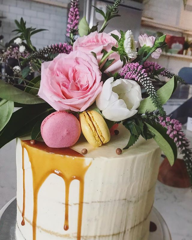 Congratulations Kate! 🎉💖🎉 #babyshowercake . . . . . #melbourne #cakelovers #cake #sweets #cakesmash #melbournecakes #birthdaycake #melbcakes #eatingfortheinsta #chefmode #instapic #buzzfeedfood #feedfeed #droolclub #igfood #foodstagram #kitchenbowl #instayum #foodporn #babyshowercake #goodfood #melbournerestaurants #melbournecafe #foodie #melbournefoodie #babyshower