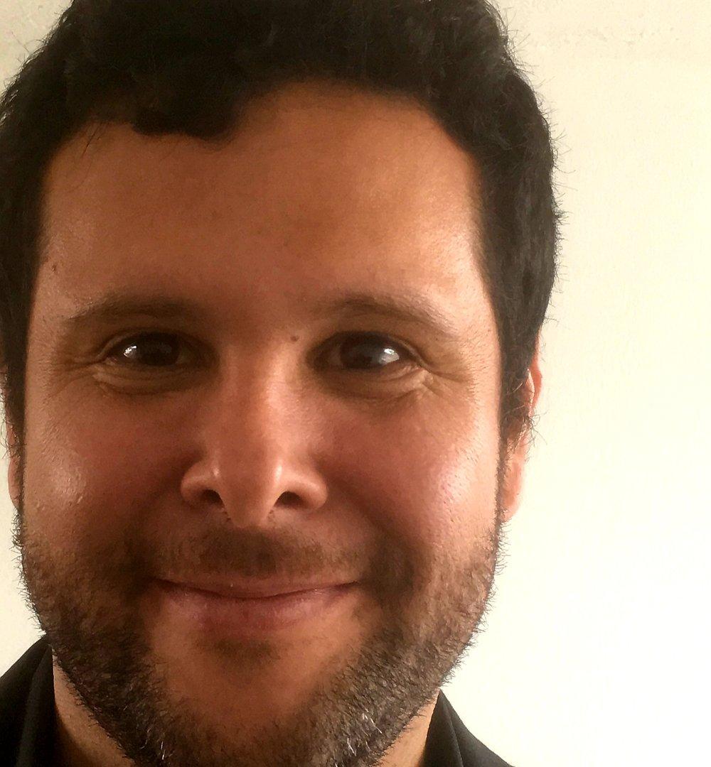 Adolfo Chaves-Jiménez - Profesor e investigador, y coordinador del Laboratorio de Sistemas Espaciales de la Escuela de Electrónica del Tecnológico de Costa Rica. Ingeniero en Electrónica del Instituto Tecnológico de Costa Rica, con especialización a nivel de posgrado en Control y Sistemas del Instituto Holandés de Control y Sistemas, doctorando de Ingeniería de Sistemas Espaciales del Grupo de Sistemas Espaciales de la Universidad Tecnológica de Delft, Países Bajos.Experiencia en investigación en sensórica remota, modelos matemáticos de sistemas, y ha participado en el diseño del sistema de control del satélite Delfi-n3Xt de la Universidad Tecnológica de Delft, como parte de los líderes de ingeniería del Proyecto Irazú, el primer satélite centroamericano, y coordina la etapa costarricense del Proyecto Satelital
