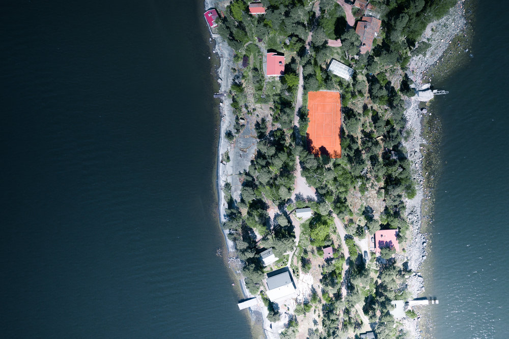 SophieDorn_Blog_Skatanniemi_Vuosaari_Helsinki_Finland_Retreat_Nordic_Living_Drone_Flat_From_Above_Tennis.jpg