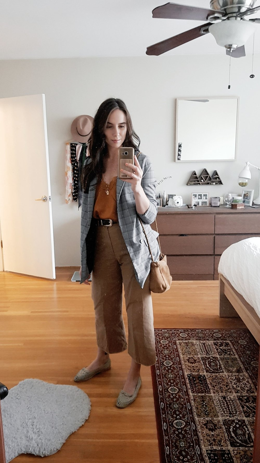 MONDAY - 8th & Main camisole, Aritzia pants, vintage shoes, Dynamite blazer (similar), Zara purse*My fave outfit of the week, although I had to say goodbye to that top at the end of the day - it ripped down the side and was beyond repair.
