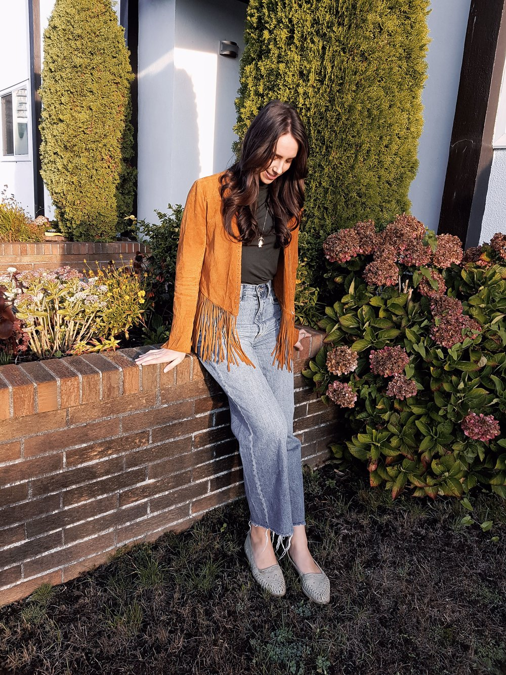 TUESDAY - Dynamite turtleneck, Forever21 jacket, BDG jeans, vintage shoes*My fave outfit of the week. My style is heavily influenced by the 70's. If I had a time machine, I'd love to visit the decade of fringe-everything, long hair and Woodstock.