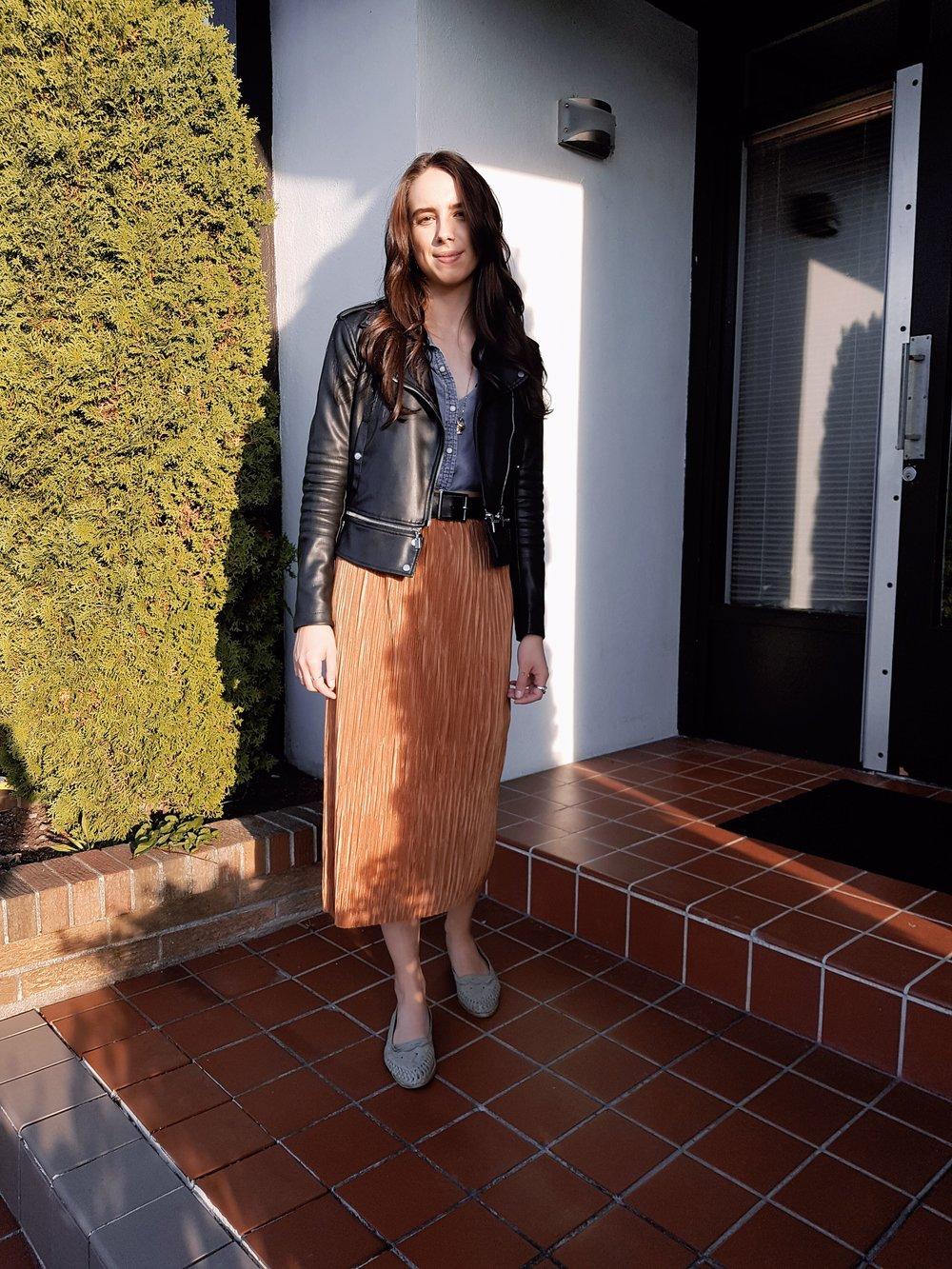 THURSDAY - American Eagle shirt, Dynamite skirt, Zara jacket, Urban Outfitters belt, vintage shoes