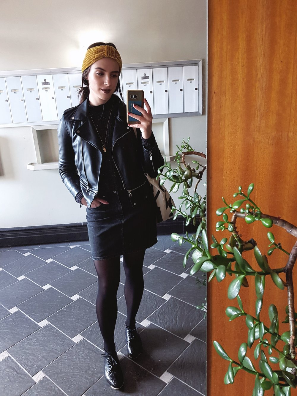 WEDNESDAY - Dynamite turtleneck, American Apparel sweater, Zara skirt & jacket, shoes bought in Russia, Forever21 headwrap*My fave outfit of the week - loving the goth vibey for October!