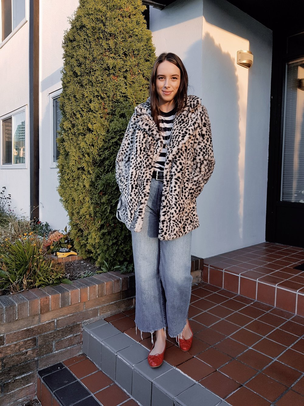 MONDAY - Brandy Melville shirt, BDG jeans, Dynamite coat, Zara flats*My fave outfit of the week - comfy as hell yet glamorous. I've wanted that jacket since August. It probably deserves it's own post…