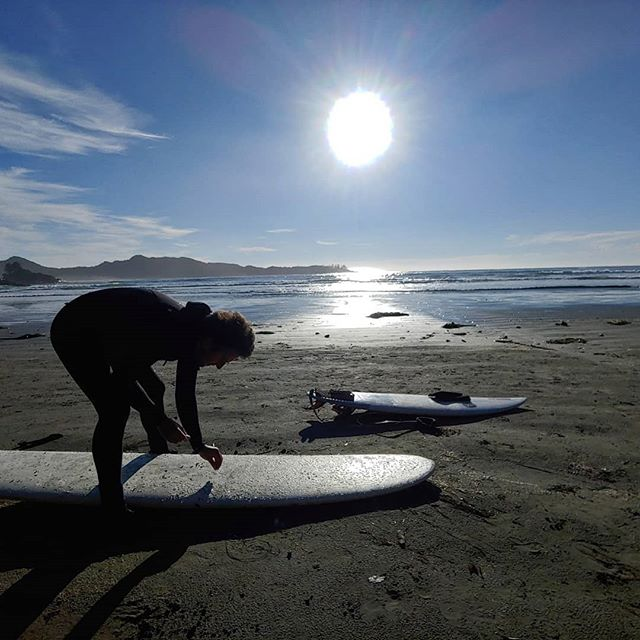 We nailed the weather in Tofino ☀️ it was unusually sunny, we found some nice little swell to mess around in & we got the hot springs all to ourselves 👊 Thanks to @green_cedar_retreat @gastownfire @kassandhoney & @jjosephtheriver for making our stay on #VancouverIsland so majestic. #thegoodvibestour #thehighlife #tofinobc #exploremore #optoutside #thegreatoutdoors #beachvibes #ourwildlife #cannabiscommunity #cannacouple #activestoners #420