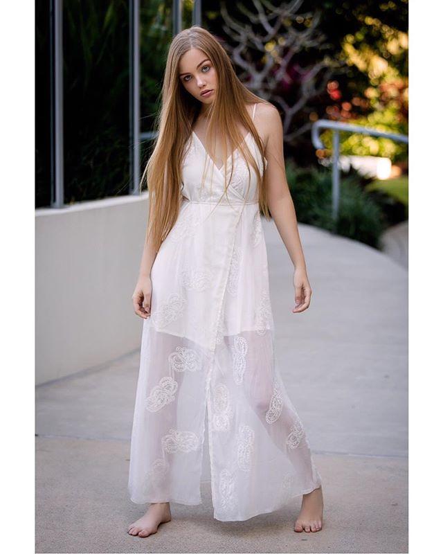 Keep calm & go barefoot 👣 Photographer @timmymahahaha | MUA @kerrinashmakeup | Mooloola dress @citybeachaustralia | Agency @tamblynmodels  #tamblynmodel #tamblynmodels #brisbanemodel #photoshoot #location #photographer #australianphotographer #qldphotographer #makeupartist #brisbanemakeupartist #fashionmodel #model #modellife