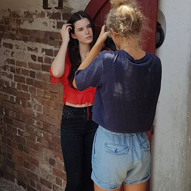 Behind the scenes of today's shoot. 📷  @jade.piper  Mother agency - @tamblynmodels  #photography #photoshoot #behindthescenes #bts #photooftheday #model #modelling #photo #portraitphotography #portrait #portfolio #fashionmodel #makeup