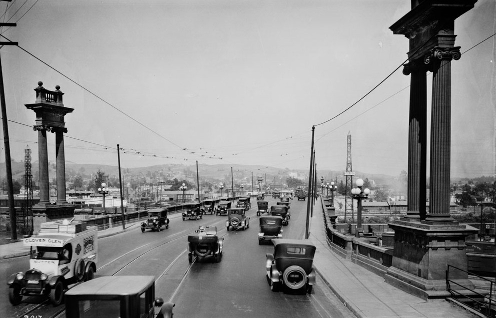 32. Traffic on the North Broadway Bridge, 1924