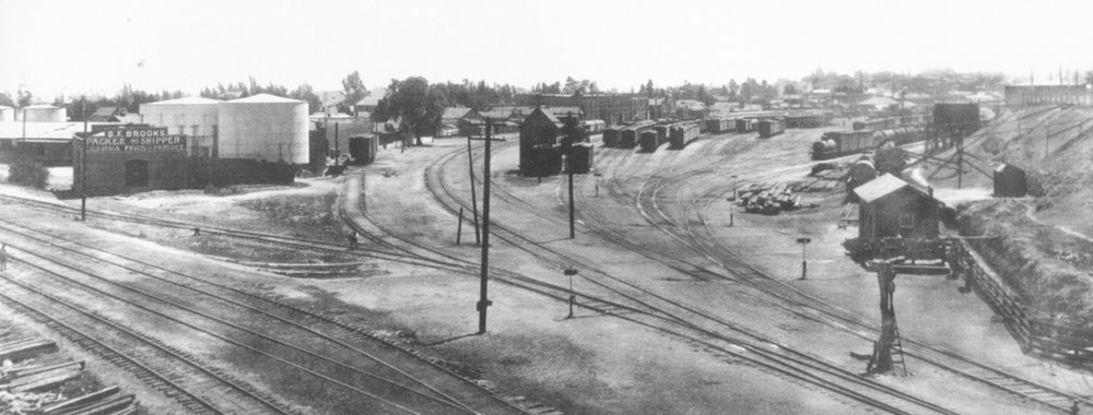 33. View of River Station from near what is now the North Broadway Bridge, 1900