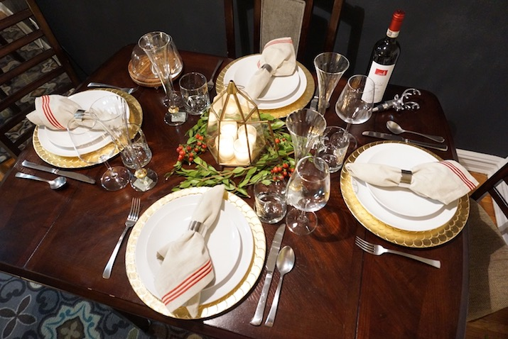 My second look is very simple and modest with a large glass candle vase as the centerpiece. Here I used a table runner for added decor. & Set a modern Thanksgiving Dinner with neutral colors \u2014 Be Chic Mag