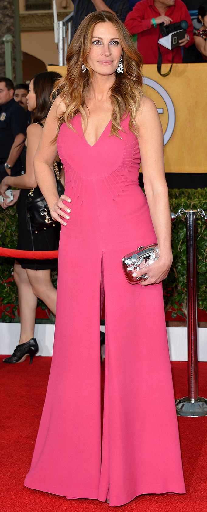 julia roberts pink jumpsuit at sag awards