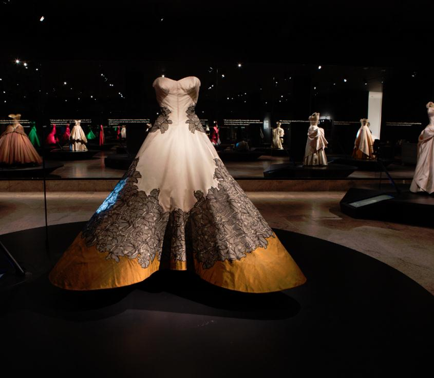 charles james exhibit clover leaf gown be chic mag