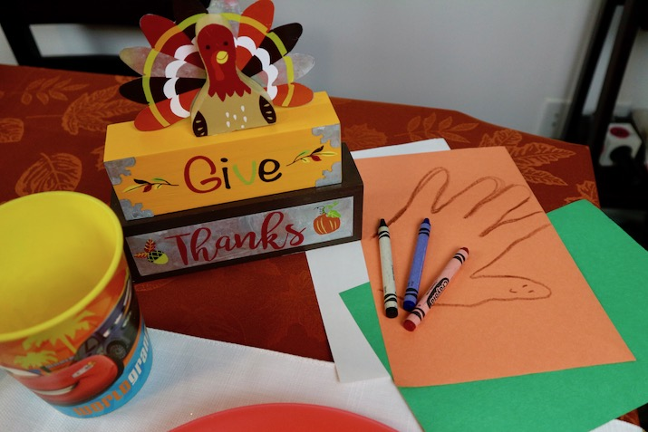 thanksgiving day kids table