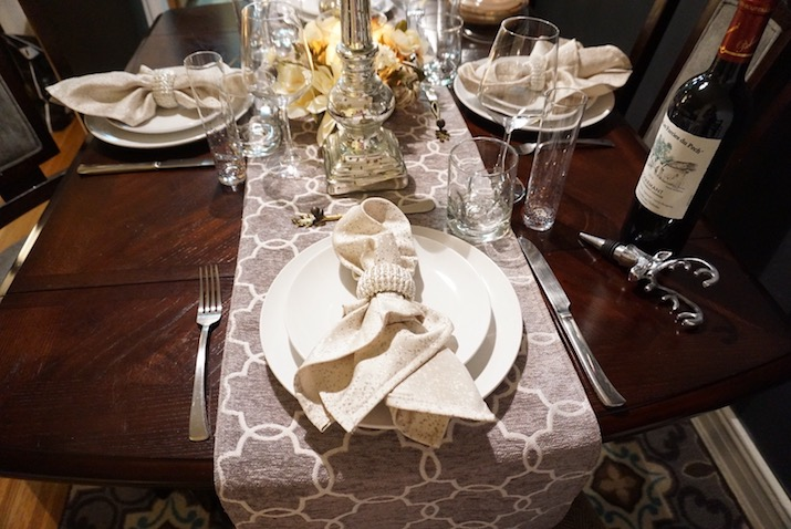 table runner thanksgiving dinner