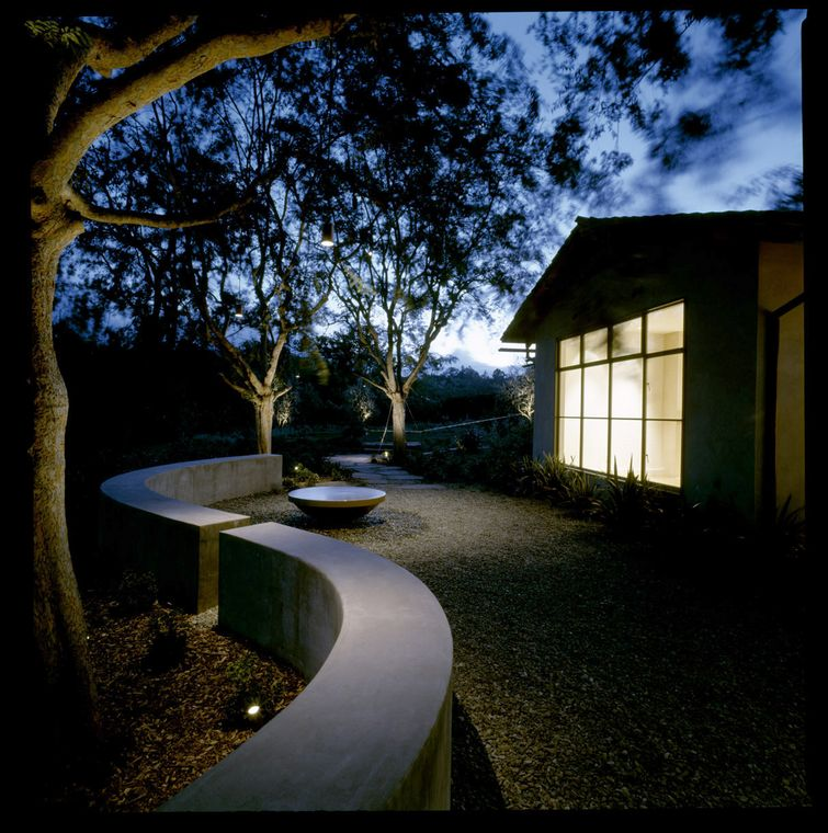 Moore_Residence_Back_Landscape_1_night.jpg