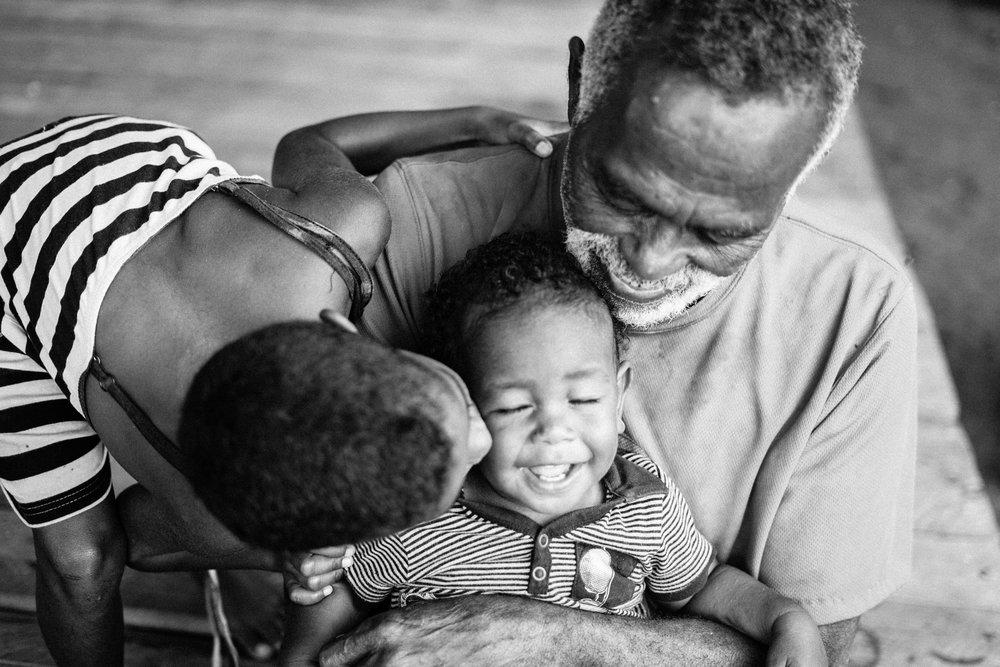 Fijian family | Fiji   ©LaurenKanaChan