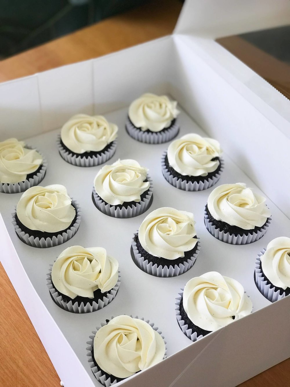 Cupcakes, birthday, white, rosettes.jpg