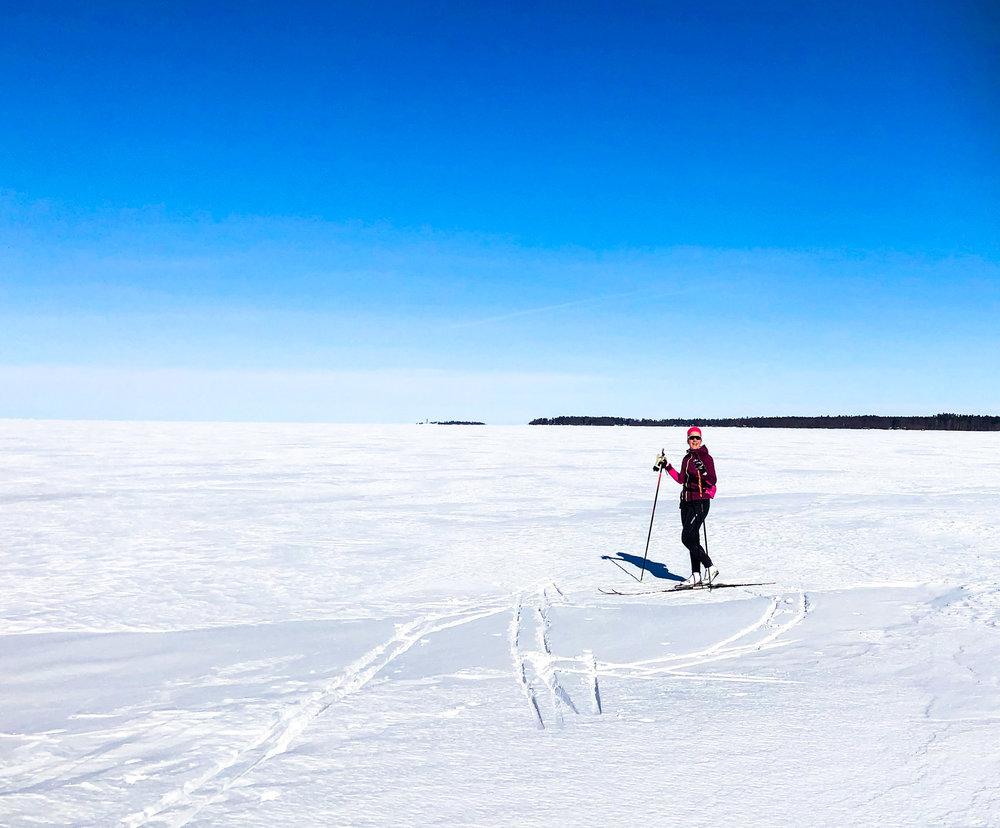keväthangilla meren jäällä