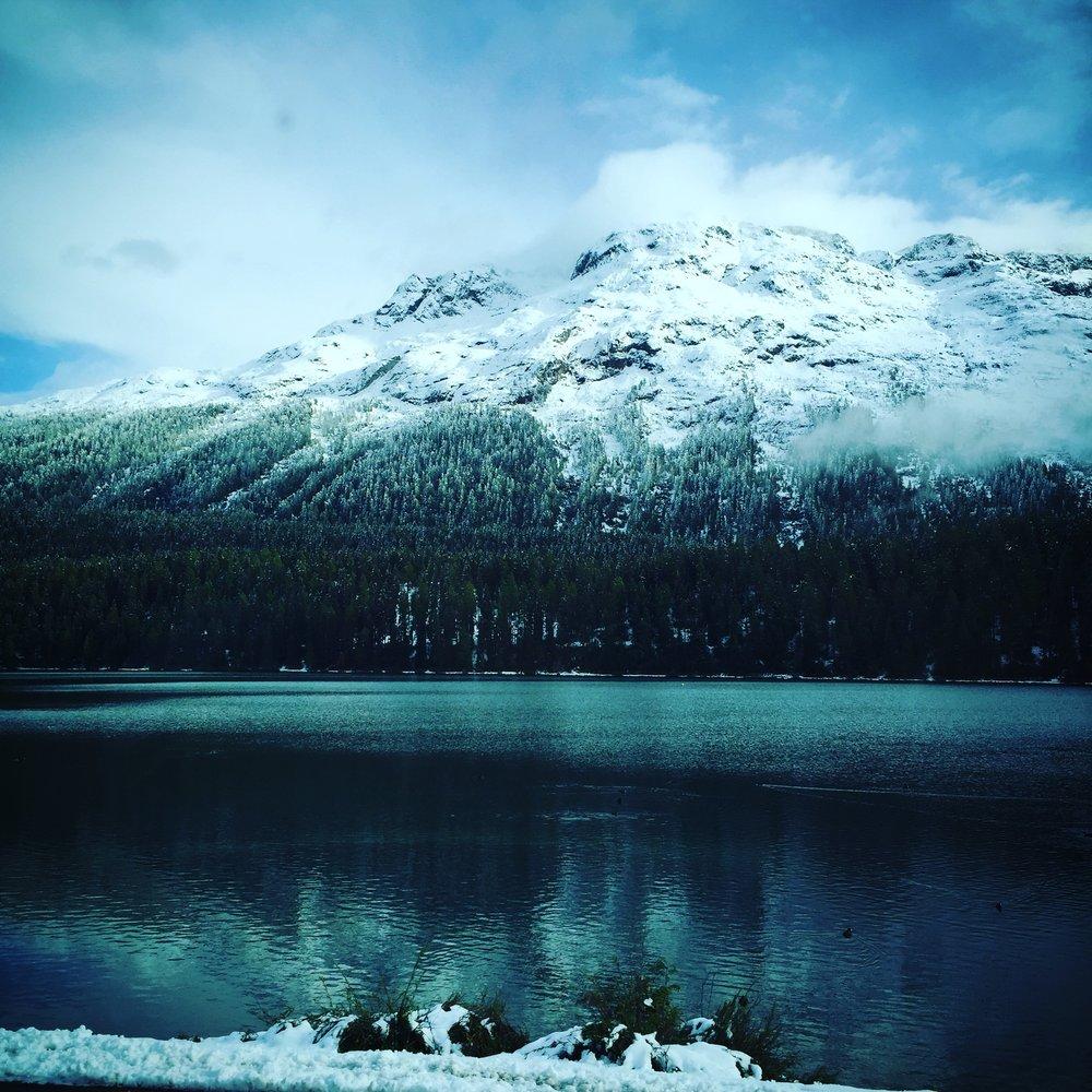 Edelliseltä Samedanin reissulta kameraan tallentunutta päivältä, jolloin sää muuttui hetkessä lähes hellelukemista lumimyrskyyn ja taas aurinkoiseksi.