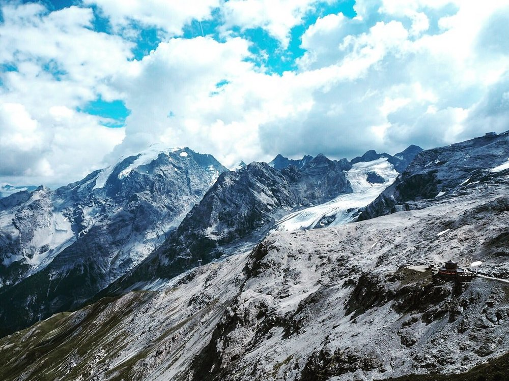 Stelvion jäätikköä Piz Umbrailin suunnasta katsottuna.