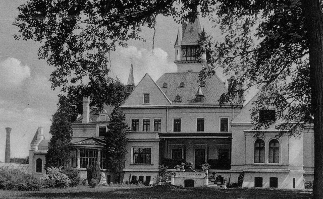 historical photo of the back of the osowa sien palace bed and breakfast in the 1930s