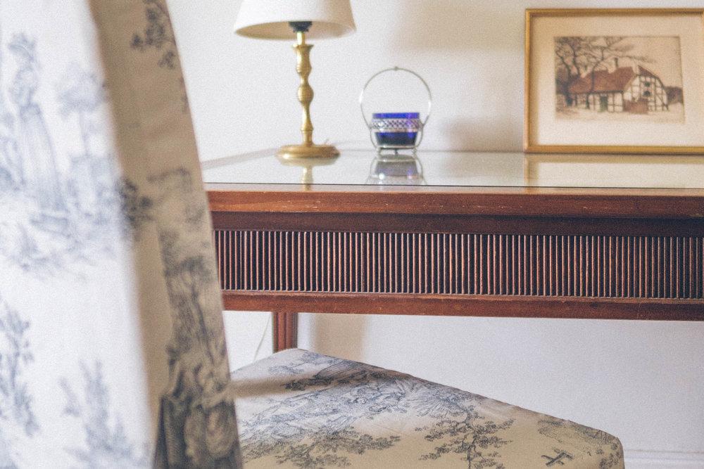 desk in das Dienerzimmer suite