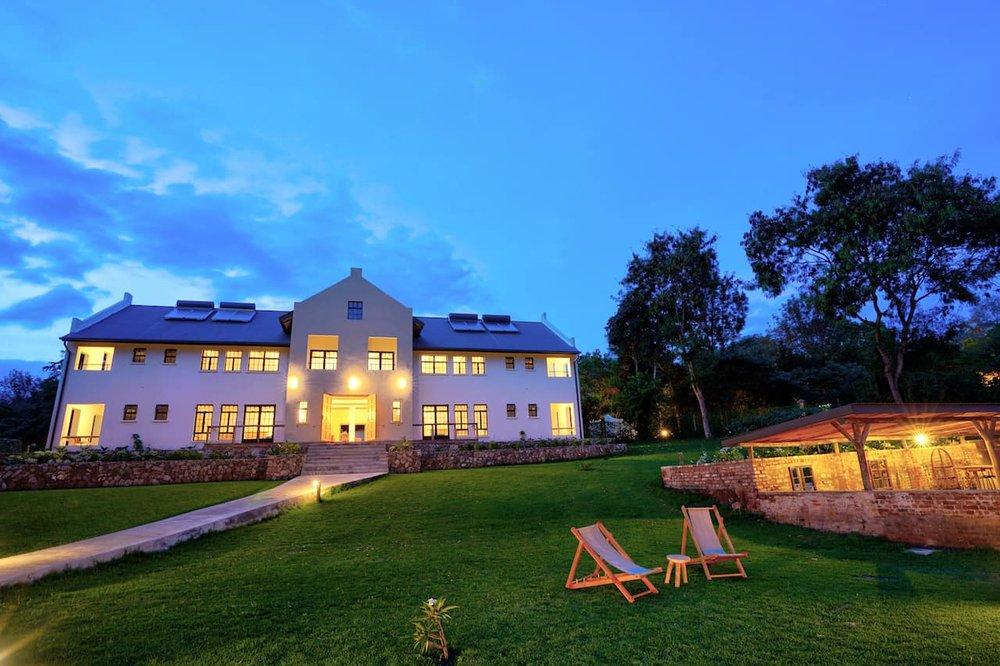 Arusha-Villa-by-night-low-res-.jpg