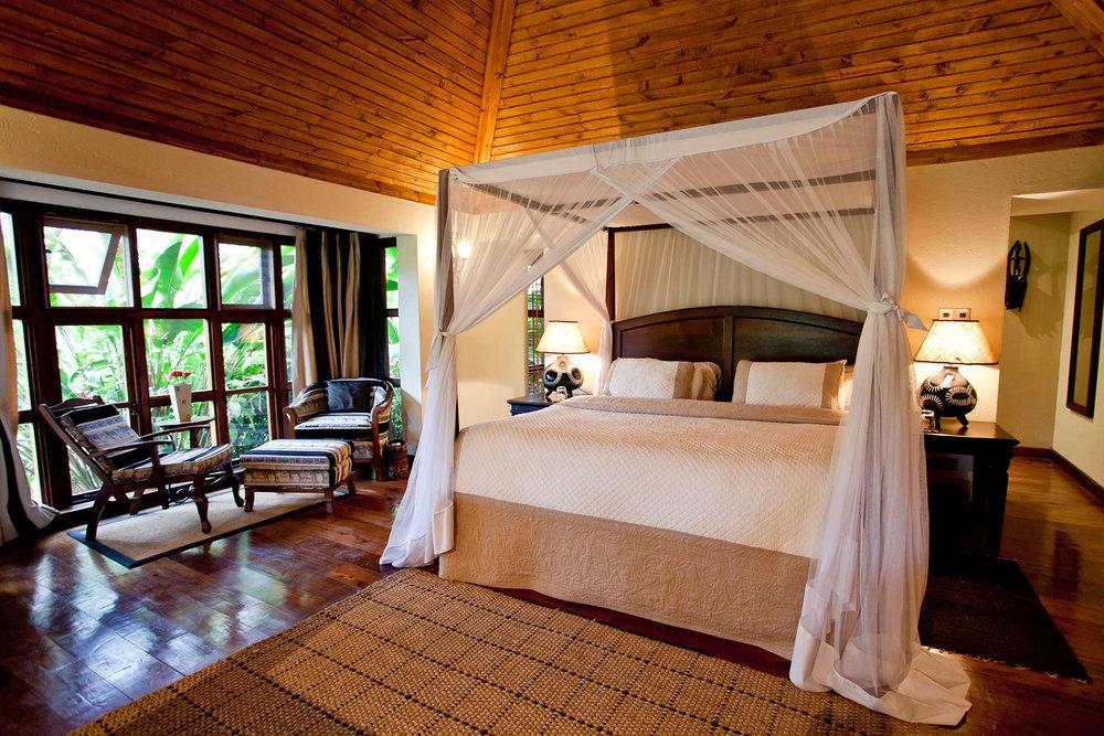 Legendary-Lodge---Cottage-bedroom-interior.jpg