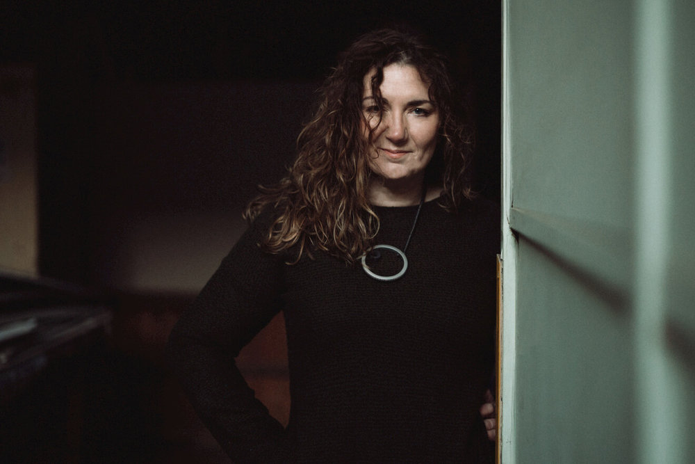Sara-Colman-jazz-vocals-music-songwriter-female-british-profile-smiling-green.jpg