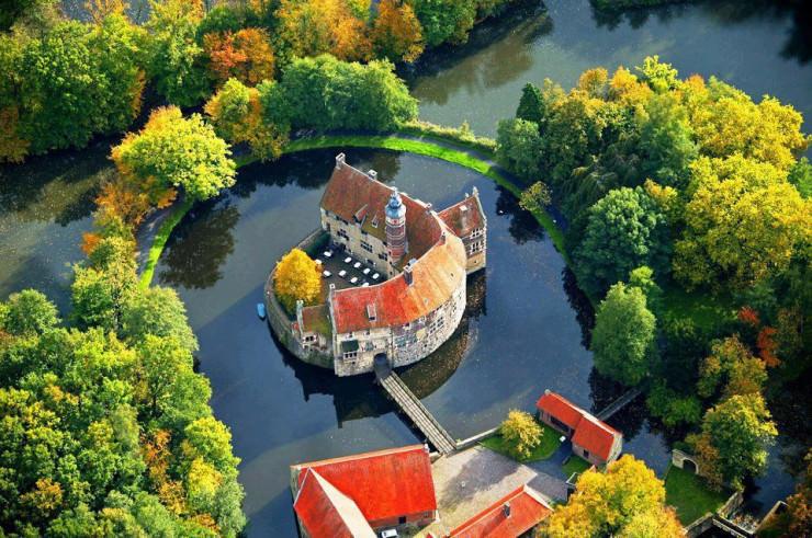 Vischering Castle, Lüdinghausen, North Rhine-Westfalia, Germany.jpg