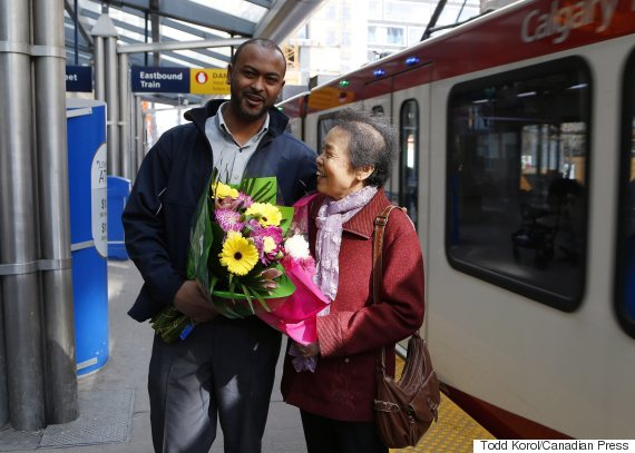 Li Feng Yang delivers flowers for CTrain operator Mesfin Tadese in Calgary on Tuesday. (Photo: Todd Korol/Canadian Press)