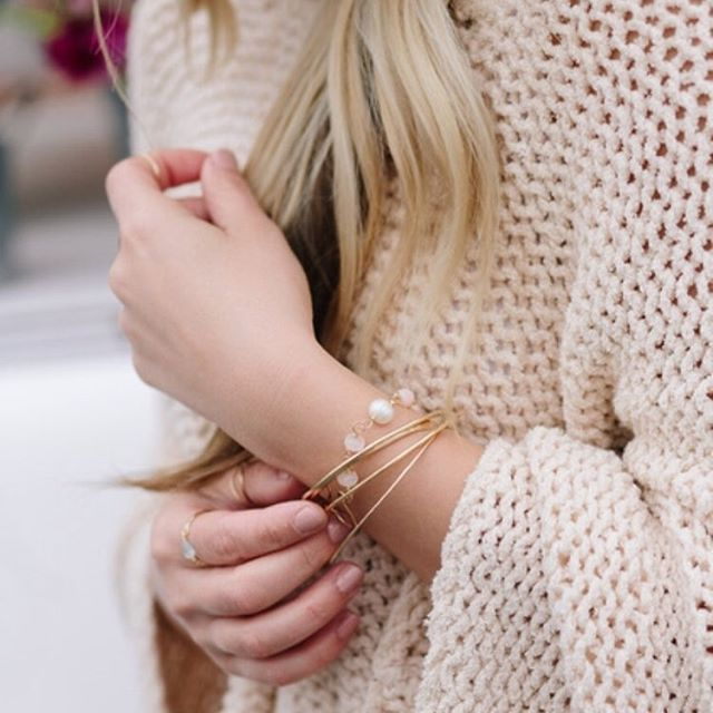 Can you believe this crazy weather we are having in April?! 🌨💨☔️ I love this look of layered stacks with a chunky sweater. Shop stacking bangles and rings at the link in bio! #springlayers #stackingbracelets #armcandy . . . . . . . . . . Photo credit @annahedges  #searchwandercollect #bohomama #bohostyle #stylecollective #pursuepretty #minimalistjewelry