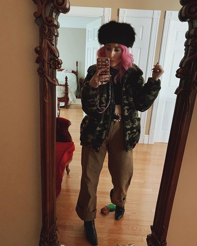 One of my outfits during my time in Ottawa.... the weather was getting progressively colder by the time I was leaving it was about -25. I am definitely thankful for the sunny 10 degrees we've been having. It's January and my winter has been a pleasure to live through! 😂💕 . . . . . . . . . . . #pinkhair #20likes #igdaily #ottawa #mylook #bestoftheday #feelbeautiful #loveyourself #pinkhairdontcare #muchlove_ig #instalife #likealways #instagramers #stylevibes #vancouver #streetstylevibes #wiwt #vancity #littlelifestories #stylist #ootd #style #fashion #vancouverbc #instagood #styleblogger #fashionlovers #instacool #todaysoutfit #yow