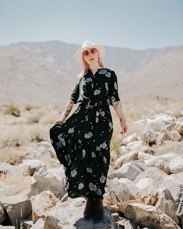 Would love to collaborate on some new projects, street style/blog photos & more! Let's figure something out friends 💕  Photographed by @ruthmariephotography Definitely missing Palm Springs & summer! . . . . . . . . . . . . . #wiwt #followme #littlelifestories #bestoftheday #portrait_vision #mylook #instagramers #artofvisuals #stylevibes #postitfortheaesthetic #socialsteeze #igdaily #collaboration #instagood #dreamhairbynessa #vancouverbc #itsinthedetails #pinkhairdontcare #muchlove_ig #instalike #ootd #fashionlovers #latergram #blogger #creative_portraits #photobugcommunity #earth_portraits #fashion #bloggercollaboration #shotwithlove