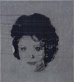 bohdalka-1997-45-x-40-ripped-denim.galerie1patro-glr-detail-440x320.jpg