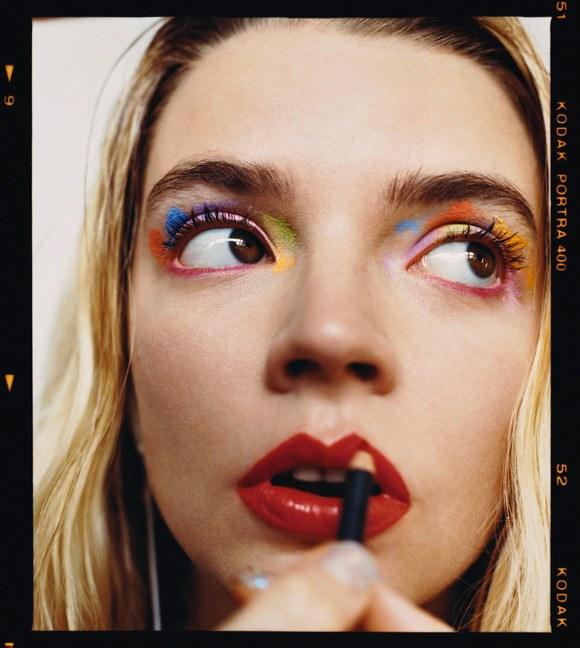 0918-anya-taylor-joy-rainbow-eyeshadow-applying-red-lip-look.jpg