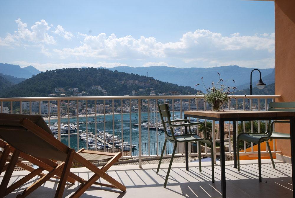 Bahia apartment, balcony Port  de Soller, www.sollerscrets.com.JPG